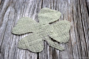 burlap framed 4 leaf clover 2