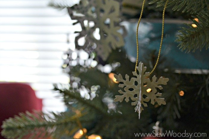 Die-Cut Snow Flake Ornaments using the @Cricut from SewWoodsy.com