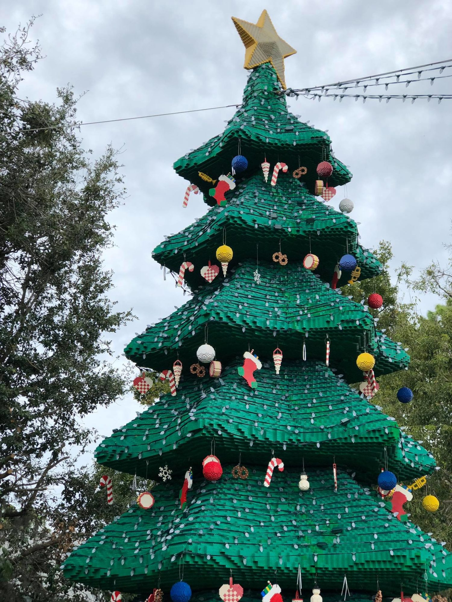 LEGOLAND CHRISTMAS BRICKTACULAR CHRISTMAS TREE