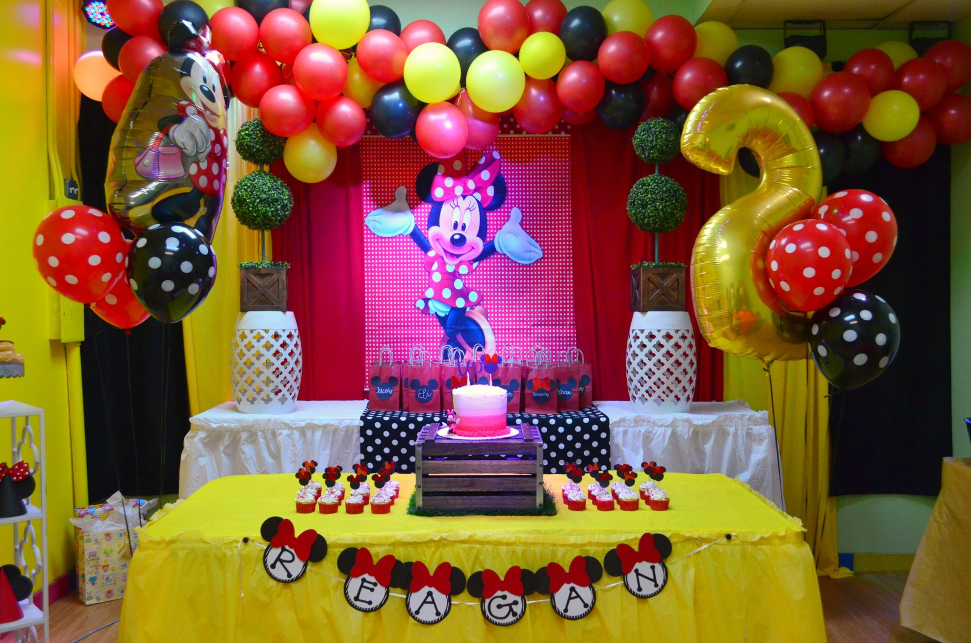 Diy Minnie Mouse Birthday Party Ideas Sew Woodsy