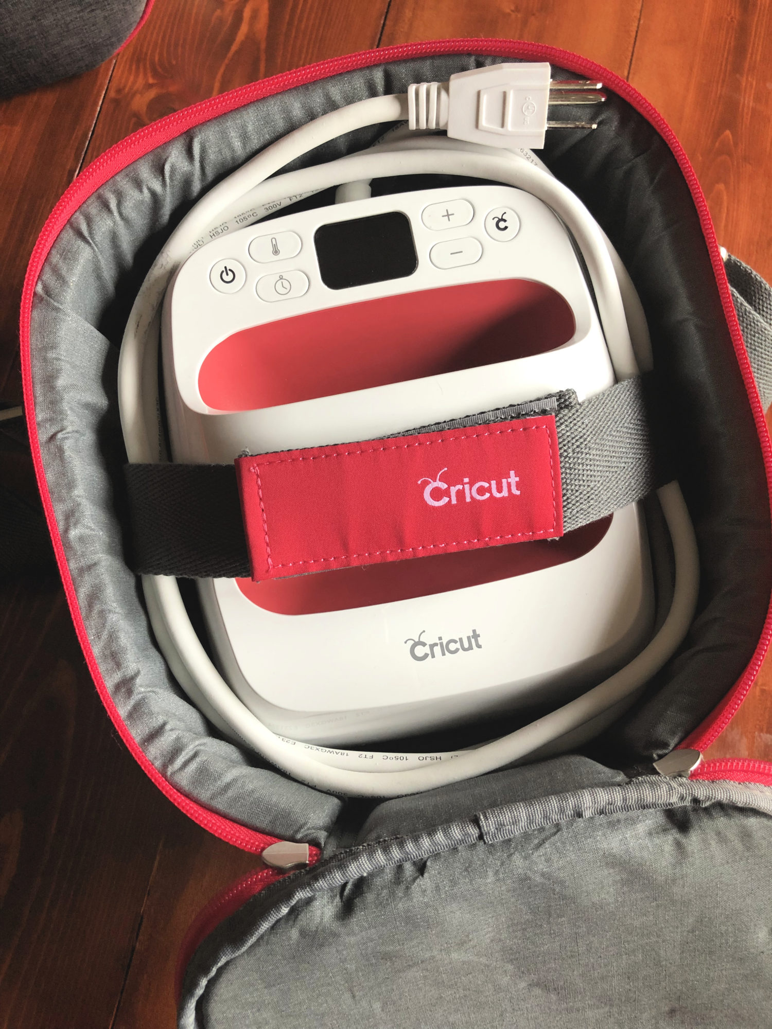 c5c966747 What features do the new Cricut EasyPress™ Tote bags have?