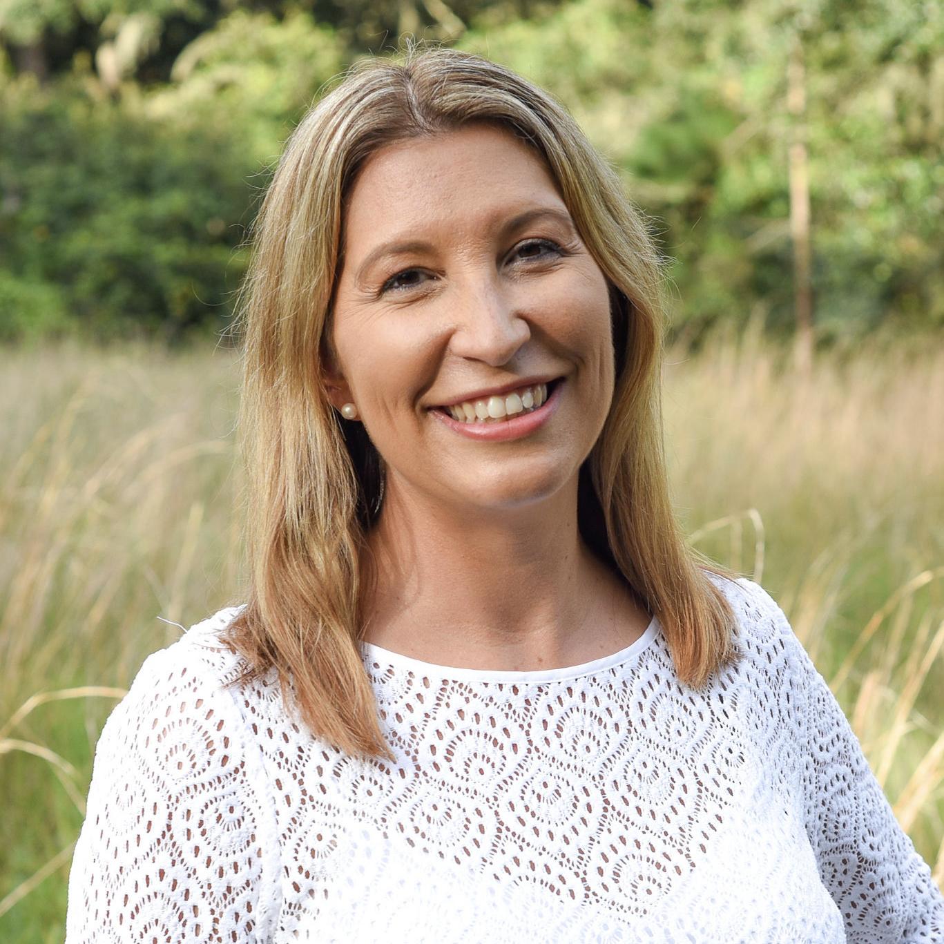 Katie - Sew Woodsy Headshot