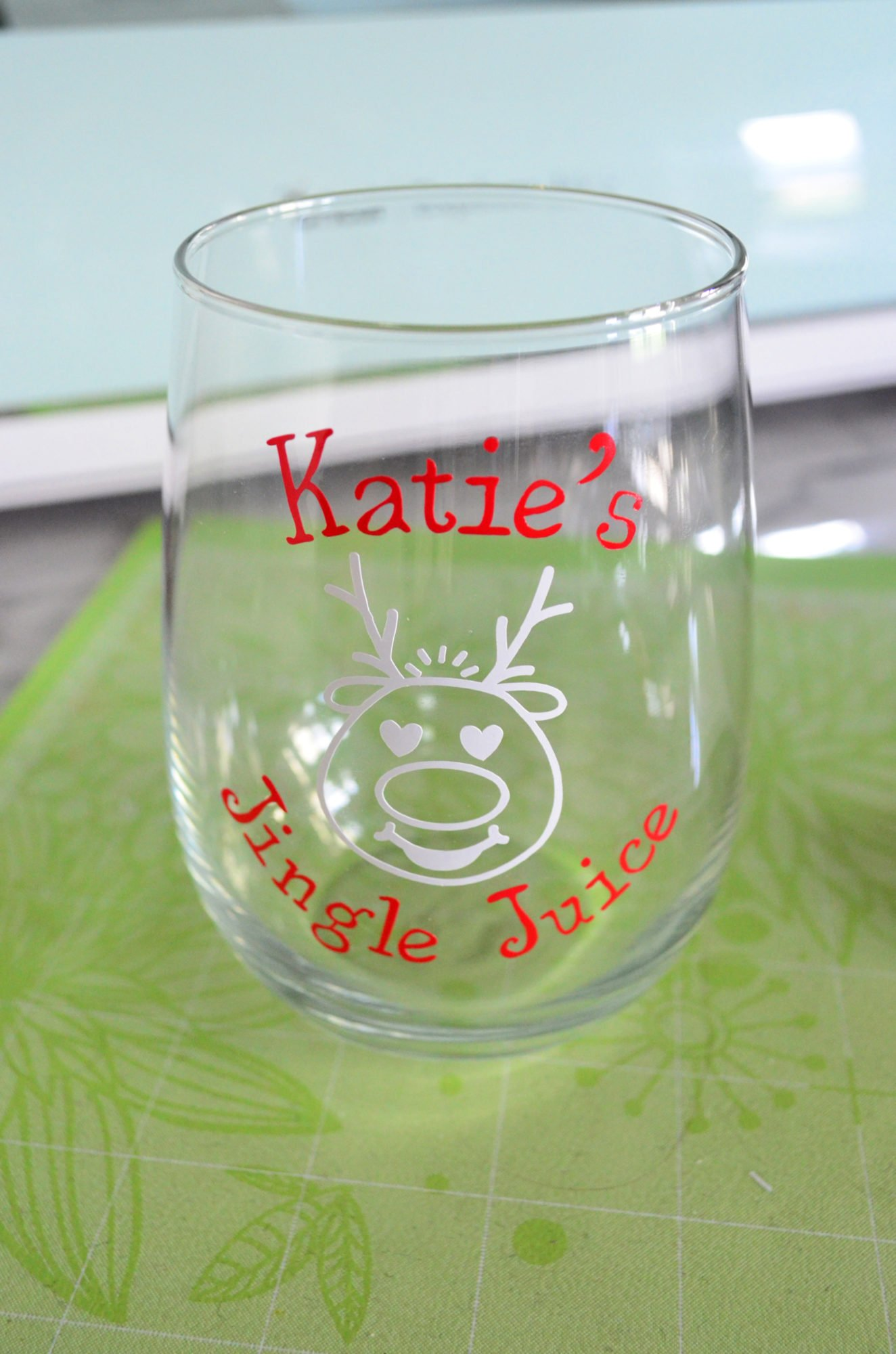 DIY Personalized Jingle Juice Wine Glass